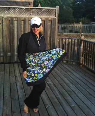apron, running gear, photo, deck, autumn, fun, woman